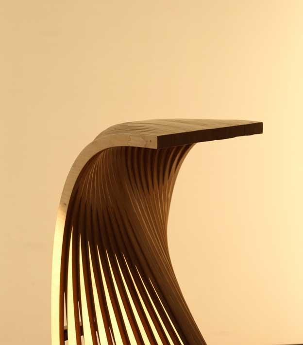 صندلی چوبی مدرن، اثر حسن رضوانی موجود در گالری هفتا