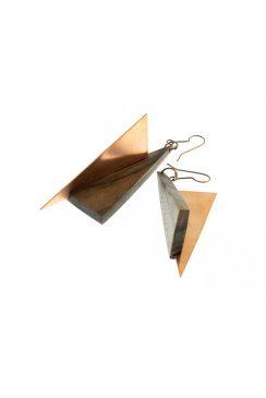 گوشواره مثلث عمود برهم چوب و مس قهوه ای تیره رگه دار
