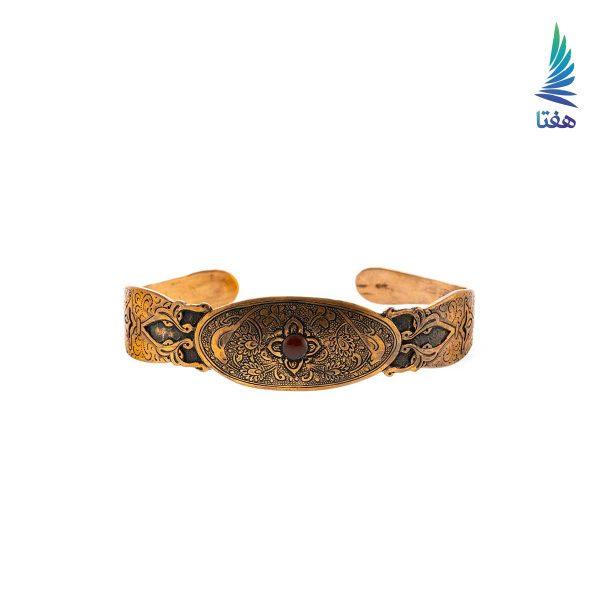 دستبند مسی پشت باز با نقوش اسلیمی و گل و بلبل و یک نگین عقیق قهوه ای