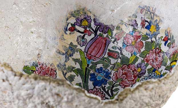قسمتی از کاسه پاپیه ماشه، با طرح کاشی، اثر مرضیه ترکمانیان، گالری هفتا