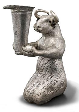 تندیس نقرهای گاو نشسته(2900تا3100پ.م.)، موزه متروپولیتن نیویورک