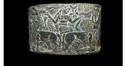 ظرف سنگی با تصویر گاو در کنار انسان، اثری از تمدن جیرفت، British Museum