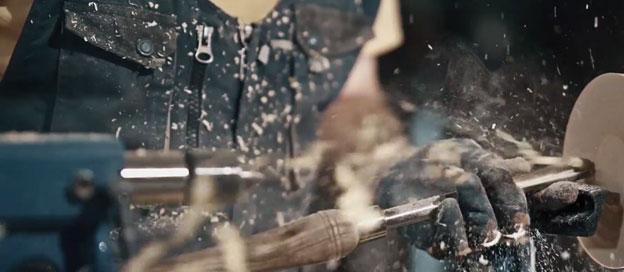 خراطی چوب بر روی دستگاه خراطی، استاد حسن رحمانی
